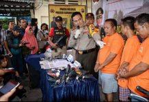 kapolrestabes Surabaya Kombes.Pol M.Iqbal saat pres Release di mapolsek Karang pilang.