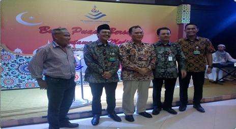 Tengah Bambang Harjo Penasehat PT.DLU sekaligus Anggota Komisi VI DPR RI, diapit Erwin Poejono Dirut DLU (Pakai Kopiah),Donie GM PT DLU Cab Tg Perak Paling Kanan