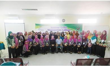 Foto bersama pimpinan, staf dan peserta seminar di RSIA Amanah Probolinggo