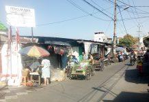 Lokasi Pasar Jl. Jojoran 1 Kec, Gubeng yang jadi sengketa dan Papan Pemberitahuan dari Polrestabes Surabaya