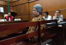 Dr Pujo Hartono, SPOG, Mantan Ketua IDI Surabaya saat dihadirkan sebagai saksi fakta pada persidangan perdata Dr Aucky Hinting