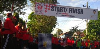 Pelepasan peserta jalan sehat oleh Bupati Lumajang