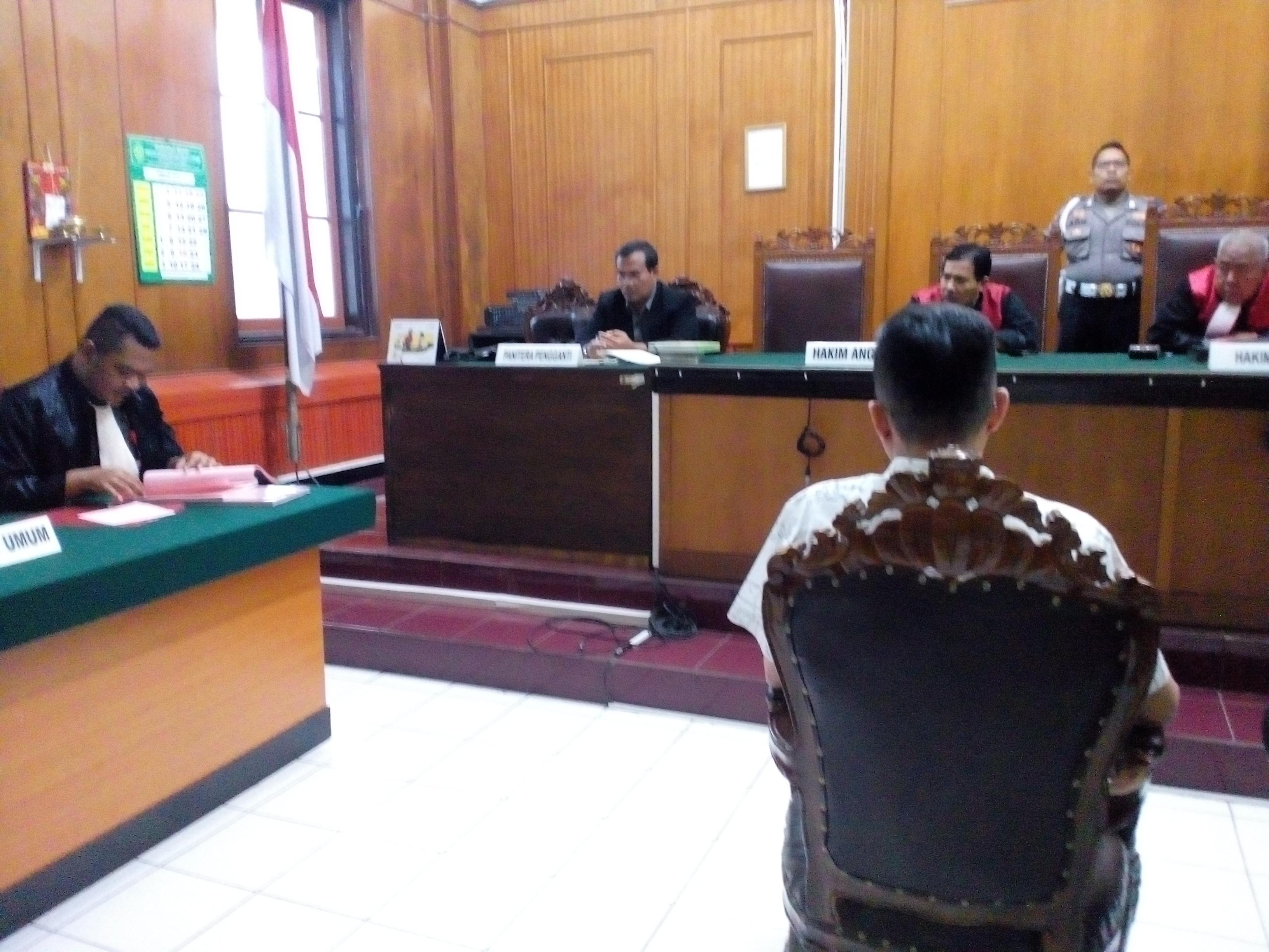 Akibat Terbukti Menipu Jaksa Tuntut Henry J Gunawan 4 Tahun  # Muebles Coarte Manta
